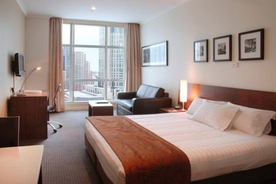 Clarion Suites Gateway : Studio Riverview Room facing the Yarra River 