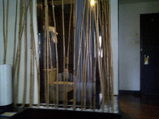 Bamboo House Phuket: shower from other angle