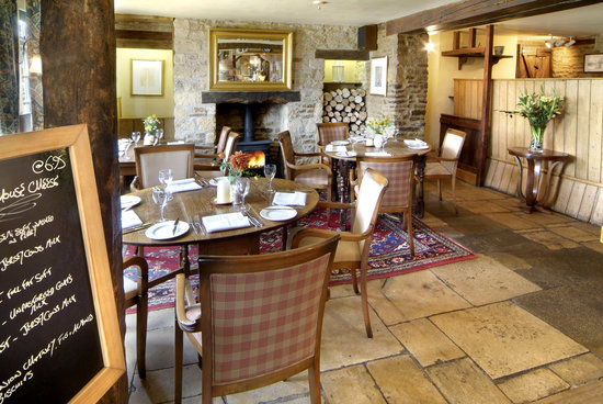 The Trout Inn at Tadpole Bridge: Traditional Country Inn