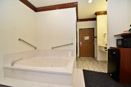 BEST WESTERN Fort Worth Inn & Suites: In room Spa- Honey Moon Room
