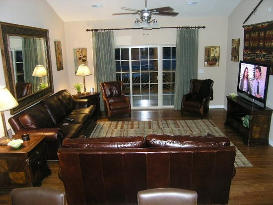 Hunter's Friend Resort & Condos: This is the living room of Rockwood 49. One of our Branson Condos on Table Rock Lake