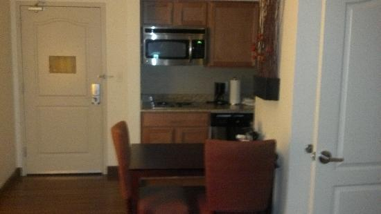 Homewood Suites St. Louis - Galleria: Kitchenette and Entrance