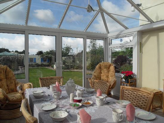 Boslowen Bed and Breakfast: Breakfast in the conservatory.
