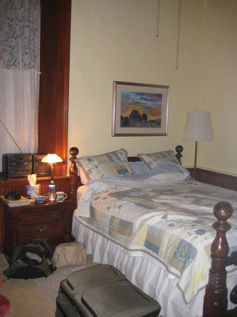 Old Schoolhouse Bed and Breakfast: our room ('riting room)