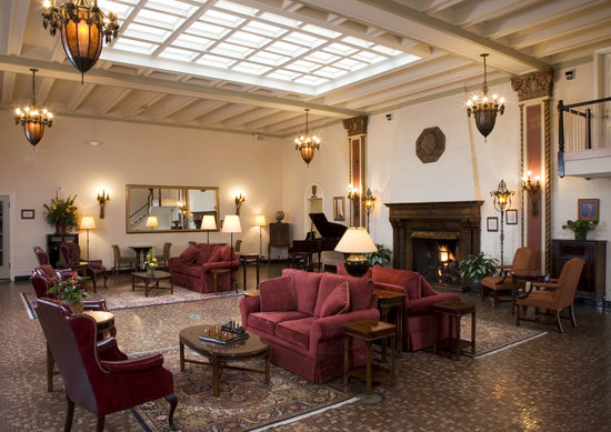 Cardinal Hotel: Hotel Lobby