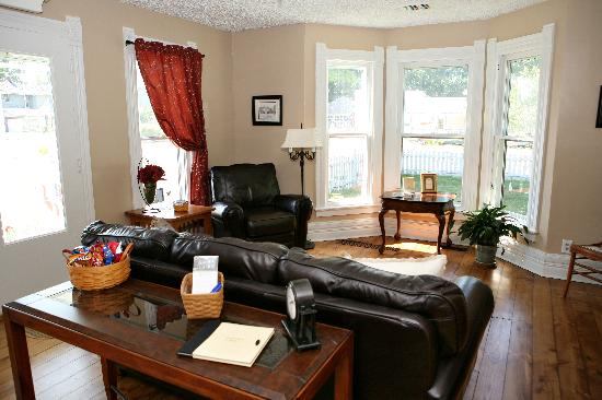 5 Corners Bed & Breakfast: Make new friends while gathered in our cozy living room.