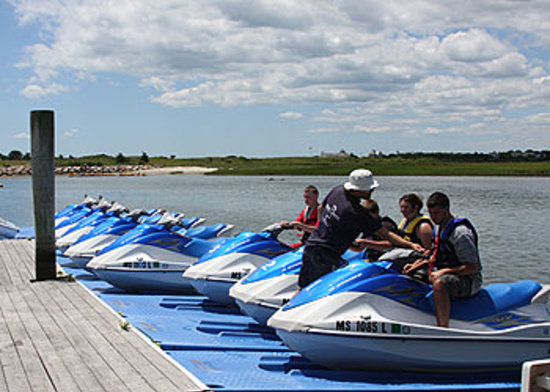 Red Jacket Beach Resort & Spa: Jet Ski, parasailing and kayak rentals available at the resort