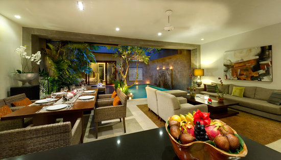 Kanishka Villas: Kanishka poolside