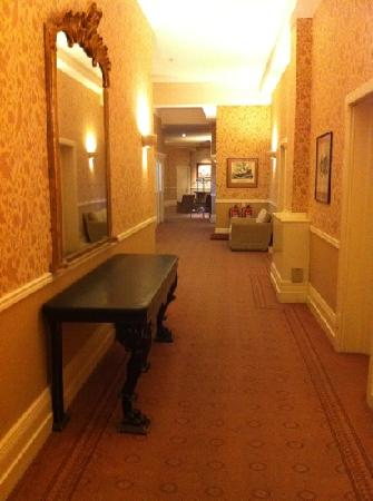 The Duke of Cornwall Hotel: hallway