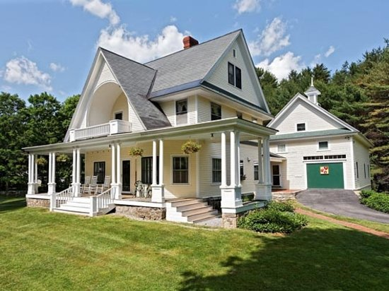Noble House Inn: Bridgton&#39;s Premier B&amp;B