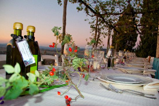 Podere Finerri: table setting for the wedding