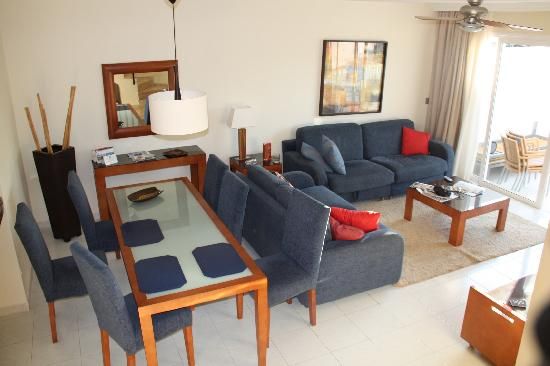 Sunningdale Village: Living area