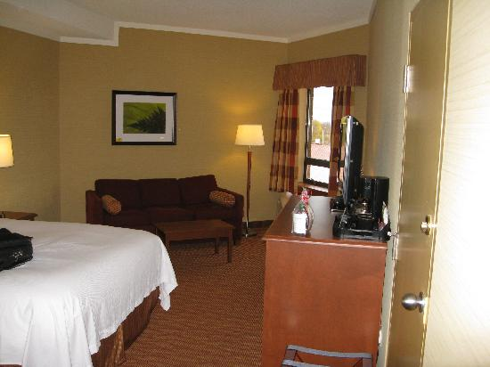 Algoma's Water Tower Inn & Suites: Room