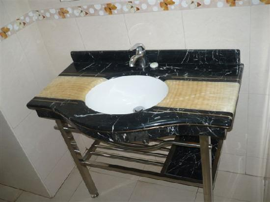 Silver Palm Hotel: Sink in the bathroom