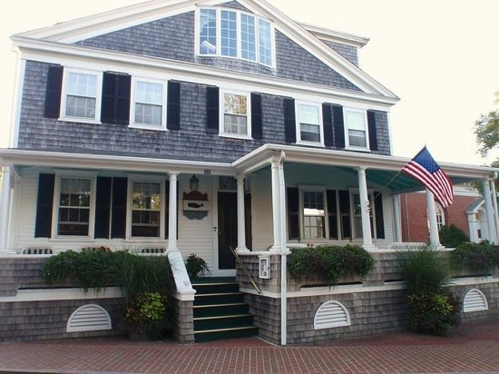 The Edgartown Inn. (view from the front)