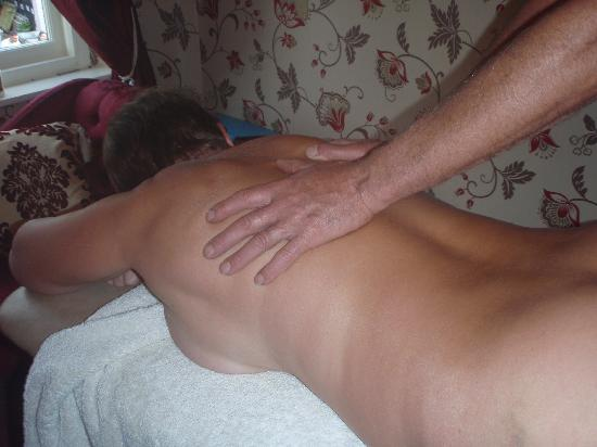 Tiverton, UK: Naturist massage available