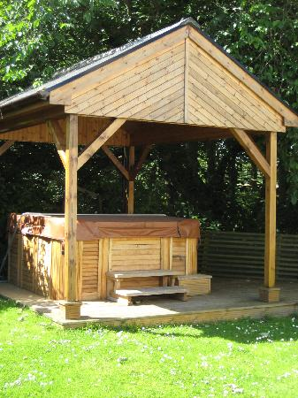 Latheronwheel, UK: The secluded hot-tub