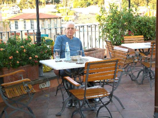 Hotel Mozart: Small terrace on rooftop of hotel for late evening meals and drinks