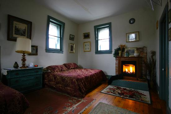 Photos of 1880 House Bed & Breakfast - Bed and Breakfast Images
