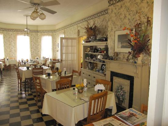 1898 Waverly Inn: Breakfast room