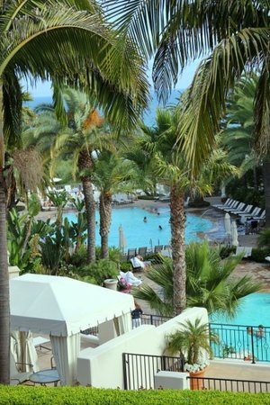 Bacara Resort & Spa: room with a view on the outdoor pool