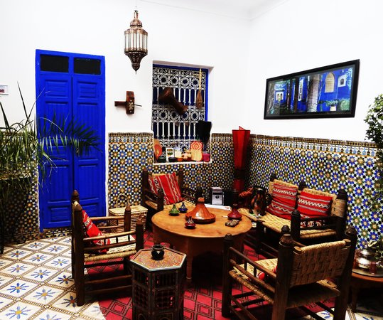 Riad Dar Tiflet: downstairs social space