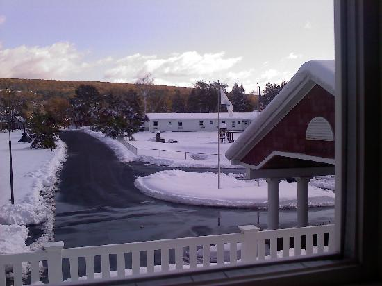 Comfort Inn Great Barrington: View from room after pre-Halloween storm
