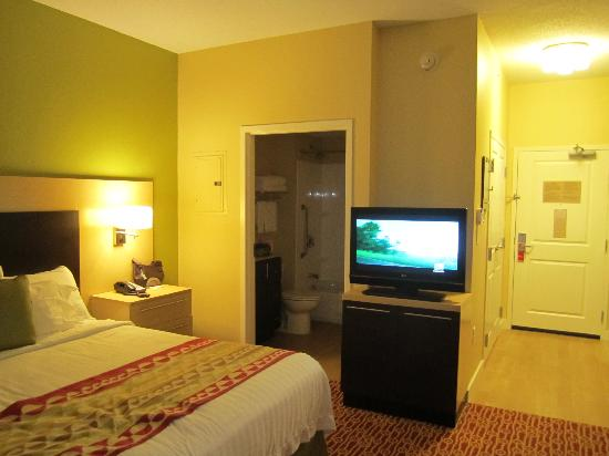 TownePlace Suites Gilford: King studio room