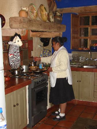 Urubamba Villas: Sonia cooking