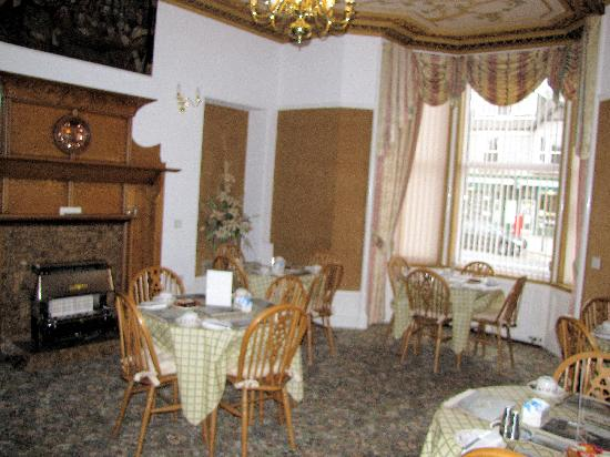 Cedars Guest House: dining room