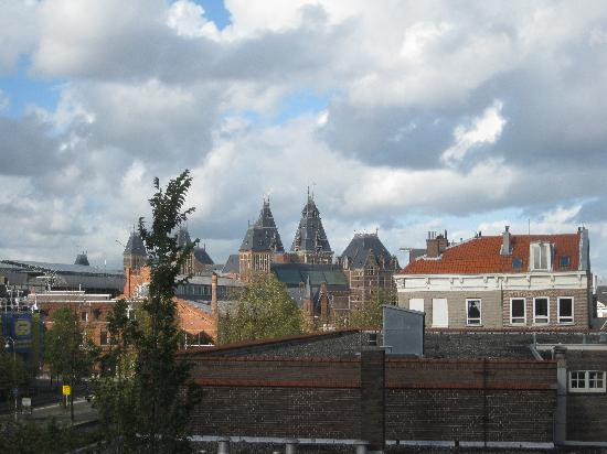 Between Art and Kitsch B&B: view from our window of Rijks