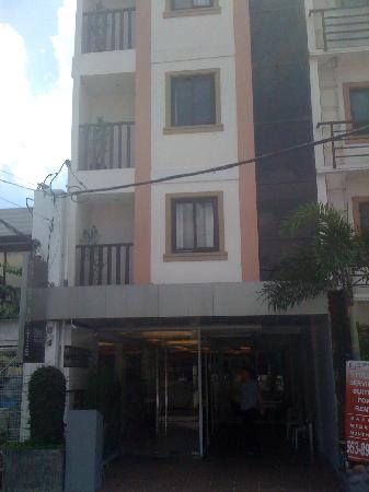 Guijo Suites Makati: FRONT ELEVATION