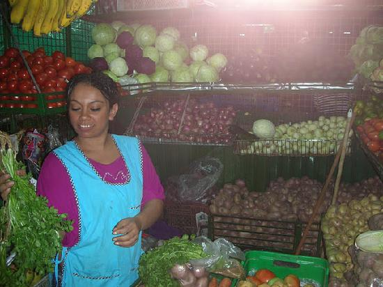 Su Casa Colombia: Shopping at the fruit market