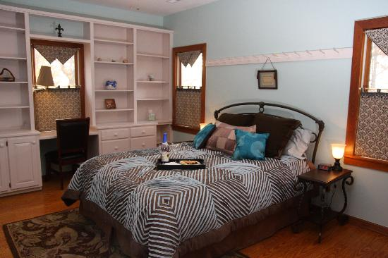 Longing For Home Bed and Breakfast: Simple Pleasures Guest Room