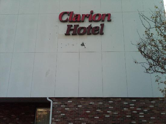 Clarion Hotel University Hotel & Conference Center: Clarion in Ithaca New York - DO NOT STAY HERE