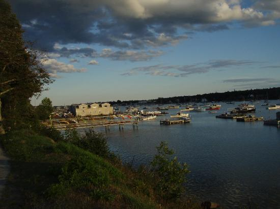 Lindenwood Inn: View Off Property By Water
