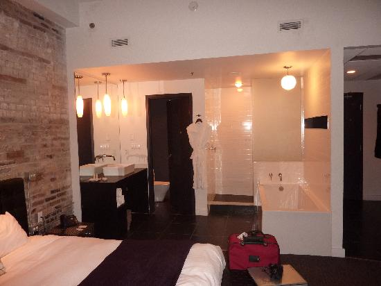 Hotel Metro: Bathroom and washroom area.