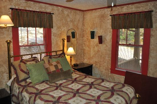 Mountain Brook Cottages: Bedroom