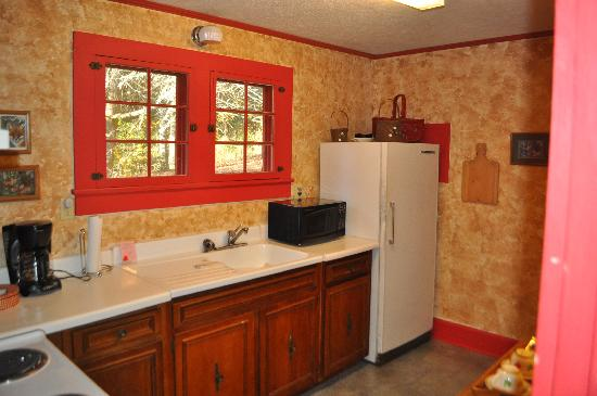 Mountain Brook Cottages: Kitchen