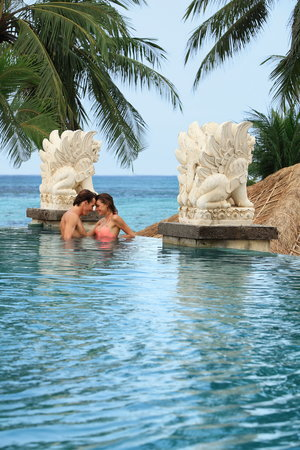 Bali Mandira Beach Resort &amp; Spa: Romance at the upper Pool