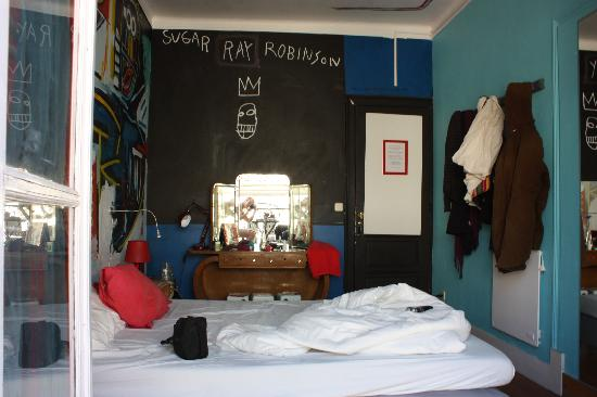 Artbeat Rooms: The first, smaller room with chet baker-CD