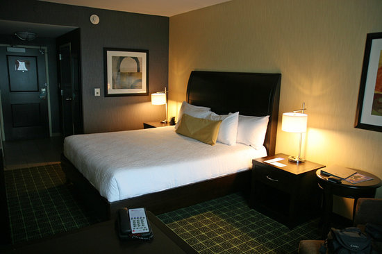 Typical guest room picture of hilton garden inn for Garden guest room