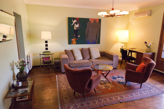 Cabrera Garden Boutique Guest House: Santa Rita Suite - living