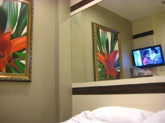 Hotel 81-Bugis: the mirrors