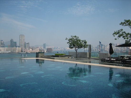 Four Seasons Hotel Hong Kong: Pool view
