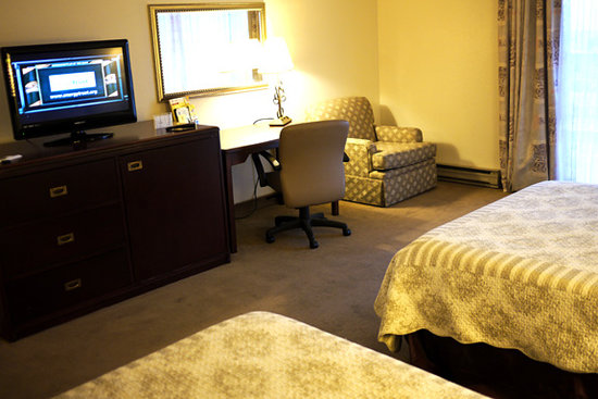 Gold Beach Resort and Condominiums: View of bedroom.