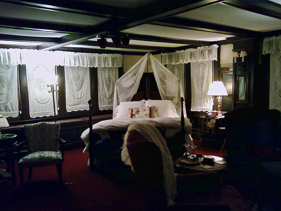 Harbour House Inn: The very romantic Field of Dreams room.