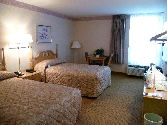 Econo Lodge Metro: bedroom