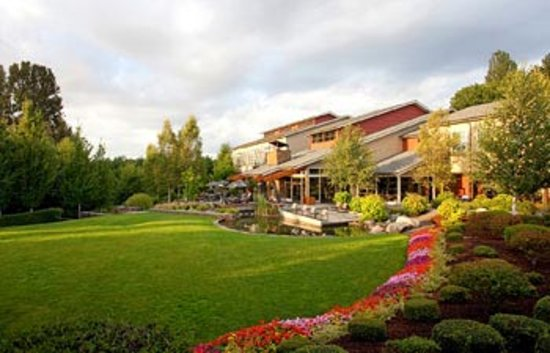 The setting for Cedarbrook Lodge is quintessentially Northwest.