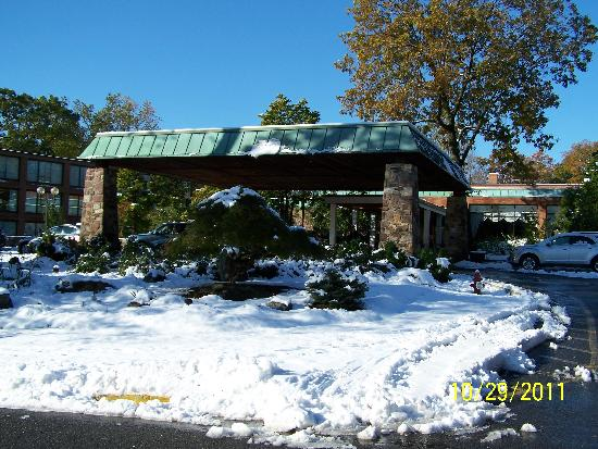 Hilton Westchester: SNOW in October!